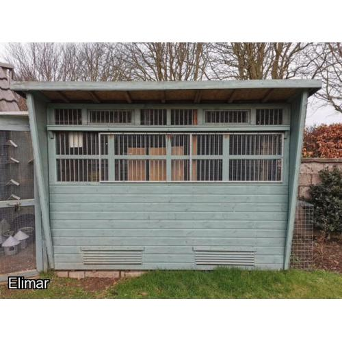 Lot.119. The small stock loft is 3mts by 2mts nest boxes included. See photo.